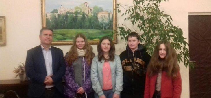 Młodzież z Ośrodka Integracji z wizytą u Burmistrza Gminy Krzeszowice